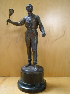 Pewter tennis player