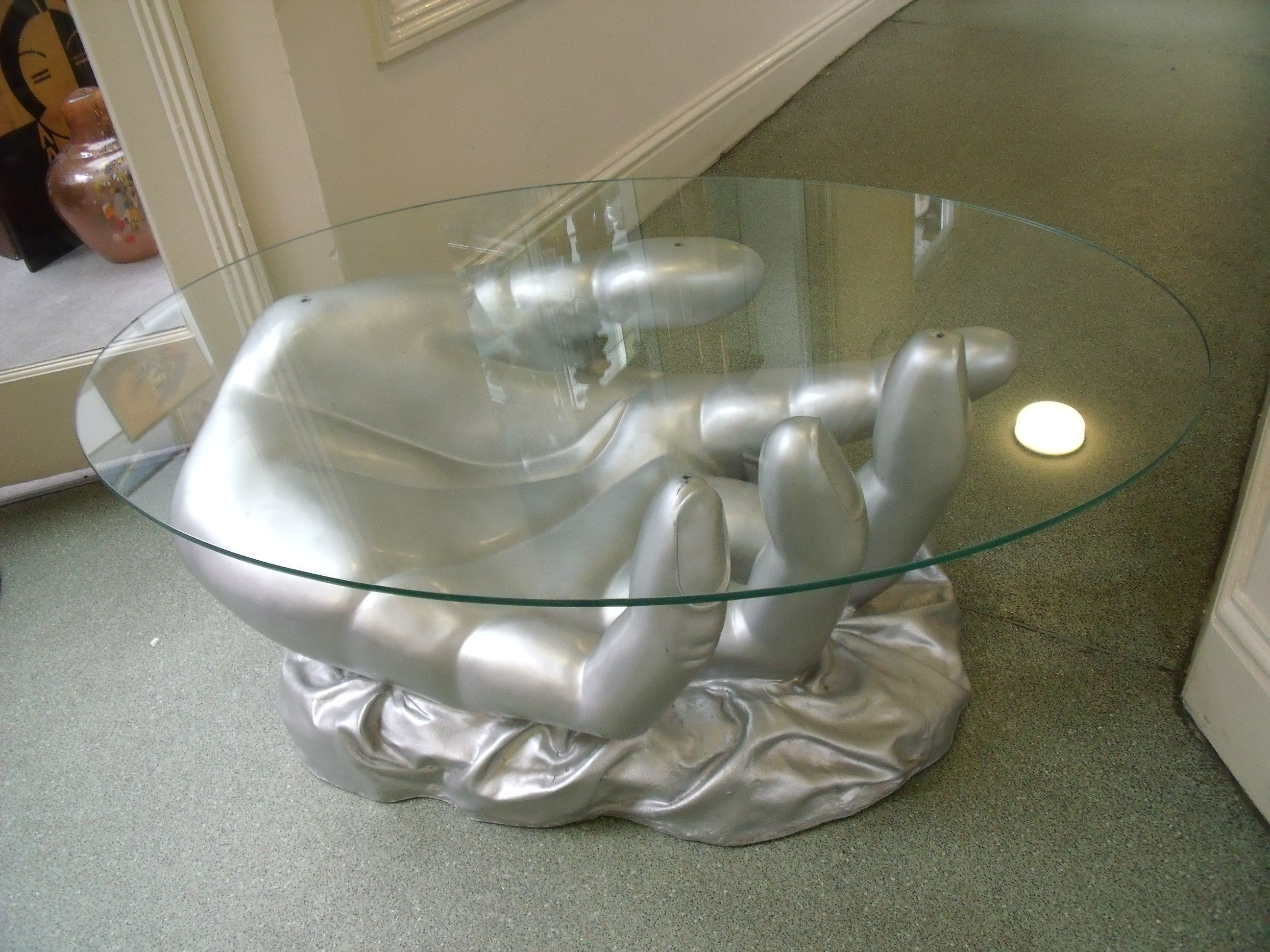 Incroyable A Pop Art Coffee Table, In The Shape Of A Surreal, Large Silver Hand.